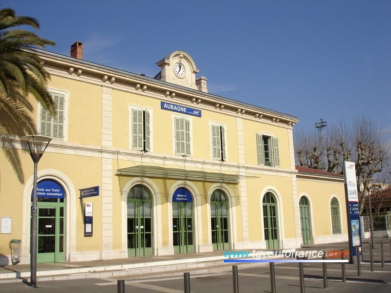 La gare d'Aubagne (13400) sur la ligne Marseille - Toulon