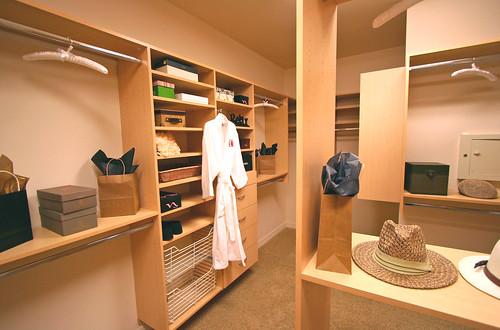 Mater Closet System por Carson Coots.