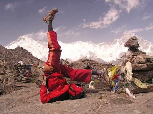 Trek and yoga around Mt Everest, Nepal. por Eric Lon.