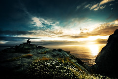 yo creo (Ibai Acevedo) Tags: light boy sea sky naturaleza sun color luz sol home nature water rock person mar agua cielo chico creo roca altura belive mariquita cacahuetes crec vertigos margarias certesses verdaderes enalgnmoment finsitothascregutenlamor enalguuuunmomeeeent finsitothascregut enlamooooooor