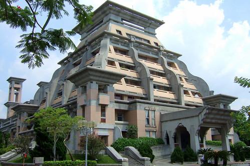 行政大樓 金字塔