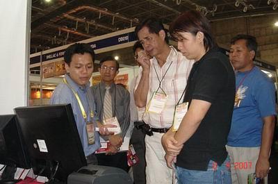 Presentasi kepada para pengunjung