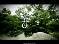 ~~ Section slopestyle # 3 ~~ (Julien Ratel ( Jll Jnsson )) Tags: bike speed grenoble canon jump movement mountainbike tokina cycle hugs eos350d height vtt saut sauter goldfrapp fil slopestyle bisous shootingsession 1224f4 rideawhitehorse blueju38 julienratel julienratelphotography sectionslopestyle