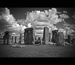 Stonehenge (Megara Liancourt) Tags: england sky bw rocks stonehenge aplusphoto theunforgettablepictures platinumheartaward theperfectphotographer neroametà goldenvisions ysplixblack