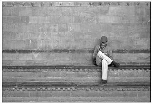 Reading in the Piazza della Signora