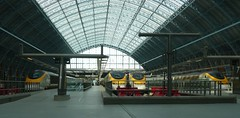 Eurostars at St Pancras International (Richard and Gill) Tags: roof london station train eurostar rail railway stpancras midland trainshed midlandhotel midlandrailway lms midlandgrandhotel kingscrossstpancras stpancrasstation williamhenrybarlow midlandmainline londonstpancras stpancrasinternational barlowtrainshed