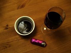 Kaffe, rødvin og marcipanbrød