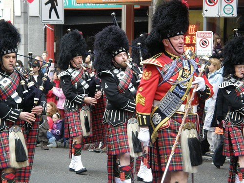 people vancouver uniform chinatown kilt police chinesenewyear marchingband bagpipes vancouverpolice