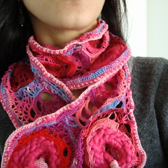 PINKLOVELY Scarf Crochet Freeform on me (saraaires (quartodeideias)) Tags: pink art scarf purple handmade crochet etsy freeform echarpe cachecol beautifulcolours saraaires