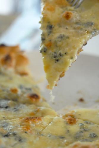 Quattro formaggi pizza - DSC_7420