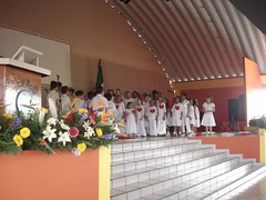 Children from Agua Viva singing about a clean heart