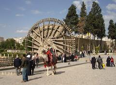 Hama, Syrien ... (bayernernst) Tags: rot kontrast mrz hama syrien wasserrad 2011 21032011 snc10837