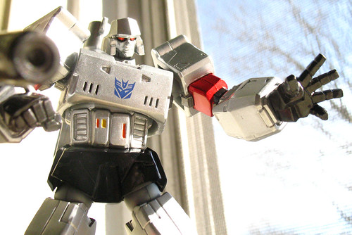 Window Revoltech Megatron hates you.