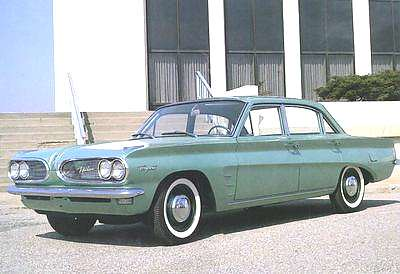 1961_Pontiac_Tempest_4-door_Sedan_Green_Frt_Qtr