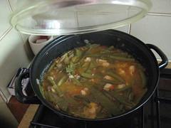 Paella preparation (Xesc) Tags: paella cuina insulindeweg