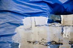 astrazione blu di un riflesso formato da una pozzanghera su un telo che copre una barca (Nicola Zuliani) Tags: blu acqua venezia pioggia riflesso nizu nicolazuliani wwwnizuit