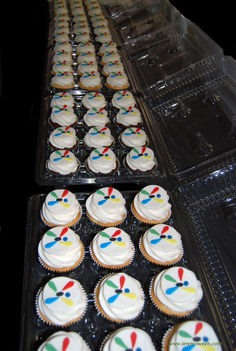 Aires logo cupcakes