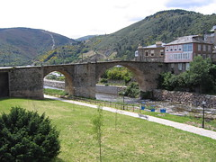"Thin Bridge in Villafranca • <a style=""font-size:0.8em;"" href=""http://www.flickr.com/photos/48277923@N00/2622435699/"" target=""_blank"">View on Flickr</a>"
