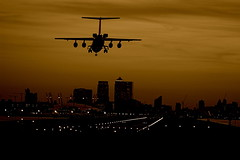 London City Airport (Harlekino) Tags: city sky london night plane dark airplane lights evening airport aircraft jet o2 landing approach canarywharf runway milleniumdome londoncityairport eastlondon planespotting 5photosaday