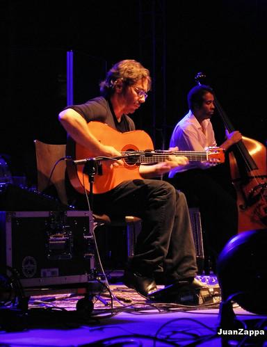 Guitarist Al Di Meola (photo by JuanZappa).