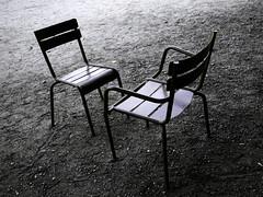 Chaises du Luxembourg, le débat (Jerome Mercier) Tags: leica 2 paris chair duo vert parc chaise debat parcduluxembourg leicadigilux3 digilux3 aplusphoto jeromemercier jeromemercierphoto jmbook bookjm