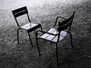 Chaises du Luxembourg, le débat (Jerome Mercier) Tags: leica 2 paris chair duo vert parc chaise debat parcduluxembourg leicadigilux3 digilux3 aplusphoto jeromemercier jeromemercierphoto jmbook bookjm