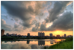 Sunset @ Taipei GuTing Riverside Park (wee_photo) Tags: sunset tokina wee taipei 12mm d200 台灣 台北 1224mm hdr photomatix 河濱 abigfave 高反差 betterthangood 數位黑卡 古亭公園