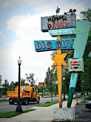 Humpty Dumpty (ilovecoffeeyesido) Tags: sign pepsi oldsign bigguy vintagesign retrosign ftwaynein humptydumptydrivein