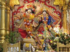 Bhaktivedanta Manor / Hare Krishna Temple (T.O. Wong) Tags: temple cow nandi krishna manor hinduism watford radha aldenham iskcon bhaktivedanta gokulananda radhagokulananda harekhrisna
