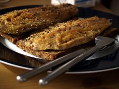 Rugbrød med røget pebermakrel