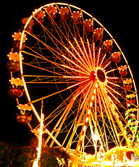 Spinning Ferris Wheel - Fellbach, Germany (Batikart ... handicapped ... sorry for no comments) Tags: city carnival autumn light red sky urban orange white black tree rot art fall wheel yellow festival fairytale night canon germany circle geotagged fun deutschland gold golden licht amusement interestingness europa europe cityscape basket ride nightshot nacht dusk herbst perspective arc fair explore gelb stadt spinning ferriswheel romantic gondola nightview tradition markt 2008 funfair baum schwarz riesenrad circular nachtaufnahme neonlight dunkelheit gondel fellbach handhold badenwrttemberg swabian kermess canonpowershota610 ferrywheel fellbacherherbst 100faves i500 200faves viewonblack batikart