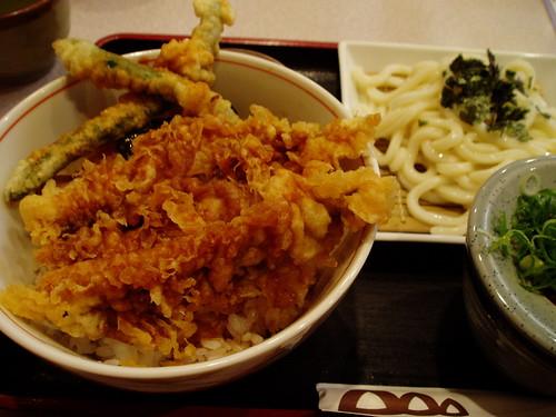 你拍攝的 神戶站地下街小食堂。