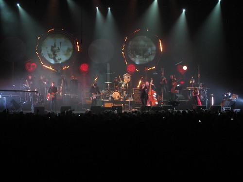 Concert de Dionysos au Zénith pour la mécanique du coeur : Rosy de palma, arthur H, grand corps malade, Eric Cantona : Giant Jack