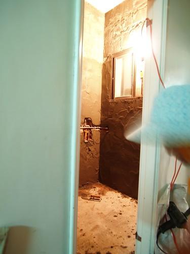 還沒上粗胚的浴室最後一撇
