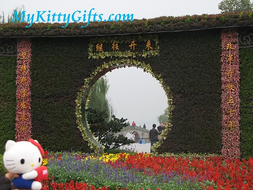 Hello Kitty's View of Picturesque Window in Entrance Gateway of Xi Hu Tian Di, HangZhou