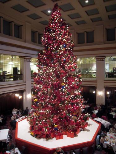 2008 Walnut Room Christmas Tree - Macy's (Marshall Field's) - a ...