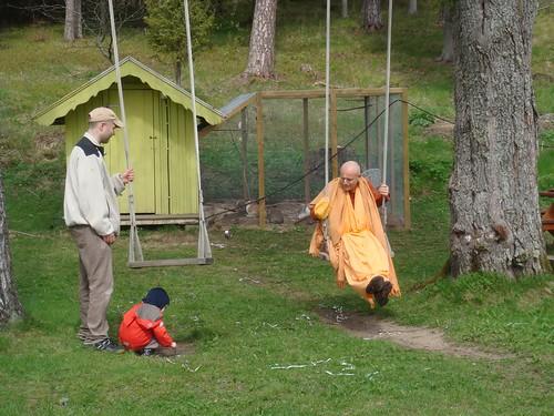 Kadamba Kanana Swami Korsnas Gard and at Ugrasena's 14th May 2010  -0085 por ISKCON desire tree.