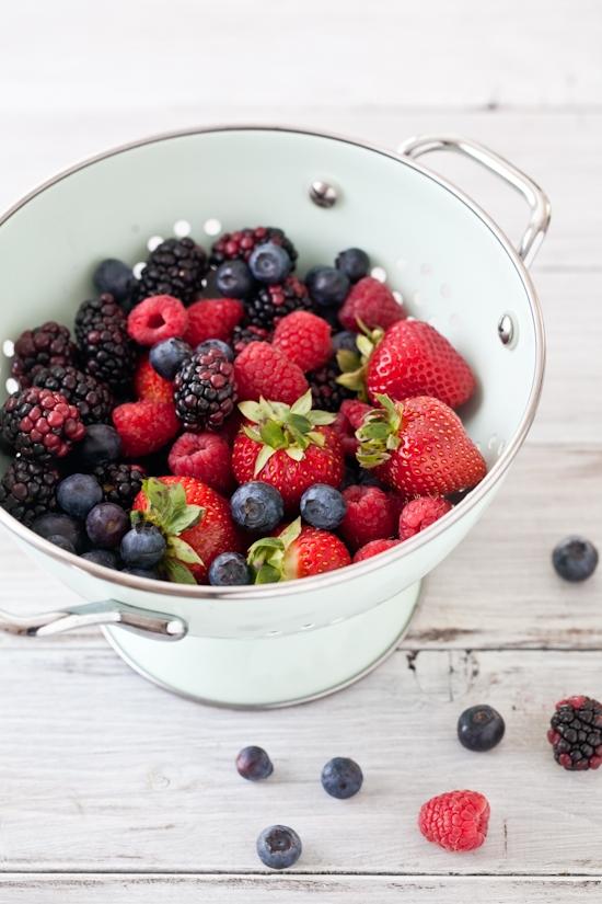 Tartelette: Mixed Berries Sorbet with Vanilla Shortbread Cookies