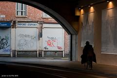 Tunnelvision (Jeronim01) Tags: street bridge color colour composition canon europa europe belgium belgique streetphotography belgi mysterious antwerp brug antwerpen kleur compositie straatfotografie canoneos400d canonnl jeronim jeronim01