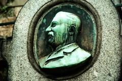 Balondiv. 36 (Steven Soper) Tags: cemeteries paris france cemetery medallion pere lachaise cimetiere