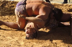 De patka.... (Anurag Yadava) Tags: india exercise wrestling indian varanasi tradition akhara pehlwan langot