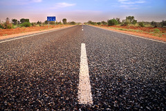 Road -  Red Centre (oo Felix oo) Tags: road way nikon carretera australia direction camion destination roads advance asfalto destino redcentre direccion d80 avanzar felmar felmar73