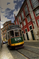 Linea 28: Lisbona tour (franz75) Tags: portugal electric d50 nikon lisboa lisbon tram number 28 carris hdr linea numero lisbona portogallo elettrico tofa linea28