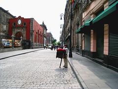 Centro Histrico Ciudad de Mxico - Mexico City downtown (Hctor Ferreiro) Tags: street canon mexico is calle mexicocity downtown power shot capital edificio centro pedestrians historia histrico sd870 renowed
