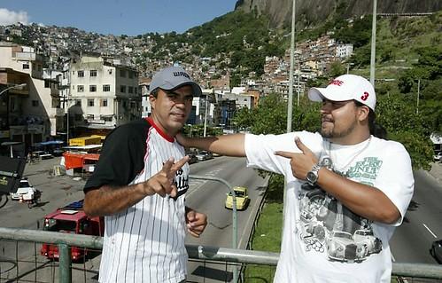Mcs Junior e Leonardo - Foto - Guilherme Pinto (Extra)
