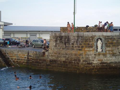 Niños en el puerto