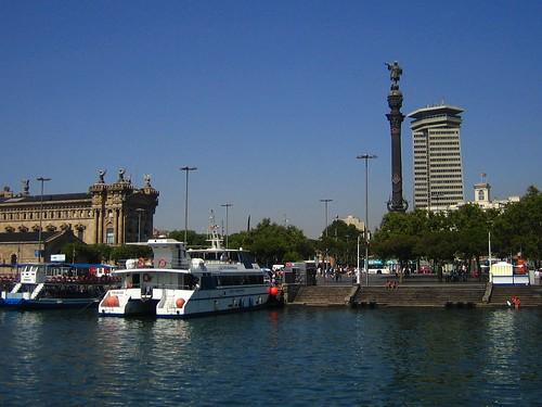 Monumento a Colón con embarcadero de Portal de la Pau