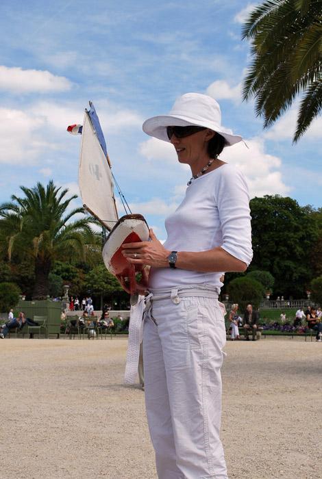 femme au chapeau blanc