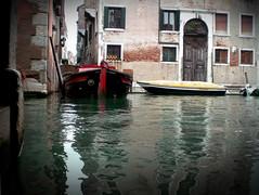 fuga a venezia (rupertalbe - rupertalbegraphic) Tags: venice barca alberto canale mariani rossa rupertalbe rupertalbegraphic
