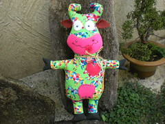 Vaca louca (Laura Poupée) Tags: flores flower art hat cow crazy boneco pano country artesanato craft fabric muñeco cloth trapo louca vaca chapéu tecido toyart elo7 laurapoupee laurapoupée